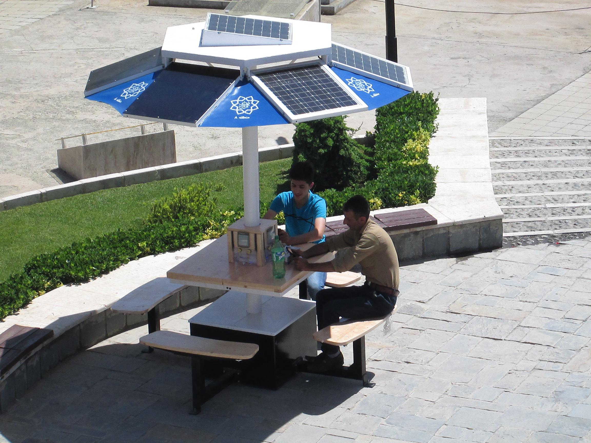 انرژی خورشیدی، ، برق خورشیدی خانگی، پنل خورشیدی مبلمان شهری، مبلمان مدرن، شهر هوشمند، فضاسازی ویلا، محوطه ویلا، فضای سبز